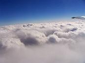 구름으로 아무것도 보이지 않아